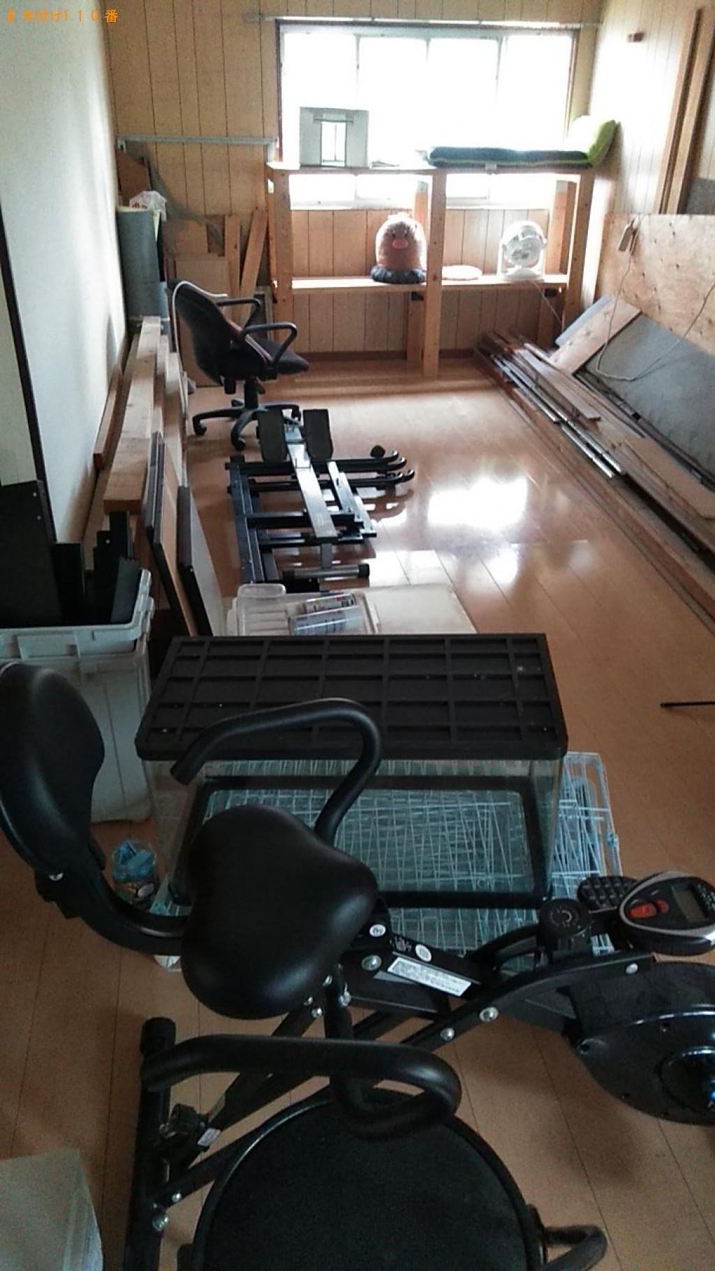 【上三川町】パソコンデスク、角材、水槽の回収・処分ご依頼